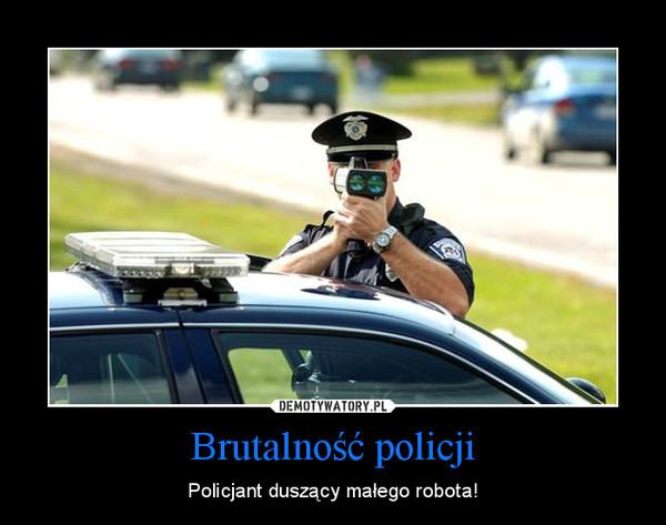 Brutalność policji – Policjant duszący małego robota!