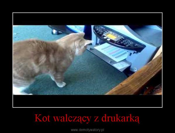 Kot walczący z drukarką –
