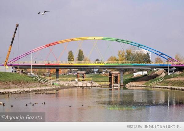 Na szczęście ten most nie jest drewniany – ten most nie jest drewniany