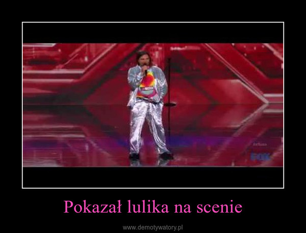 Pokazał lulika na scenie –