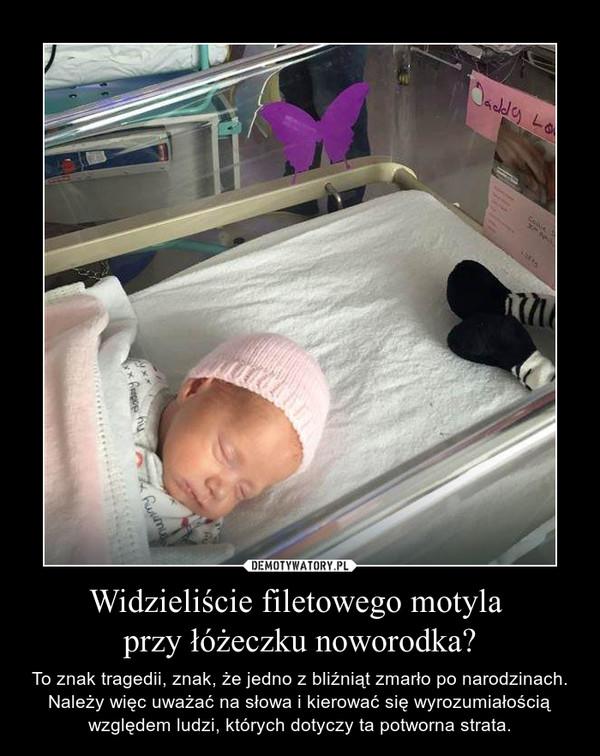 Widzieliście filetowego motyla przy łóżeczku noworodka? – To znak tragedii, znak, że jedno z bliźniąt zmarło po narodzinach. Należy więc uważać na słowa i kierować się wyrozumiałością względem ludzi, których dotyczy ta potworna strata.