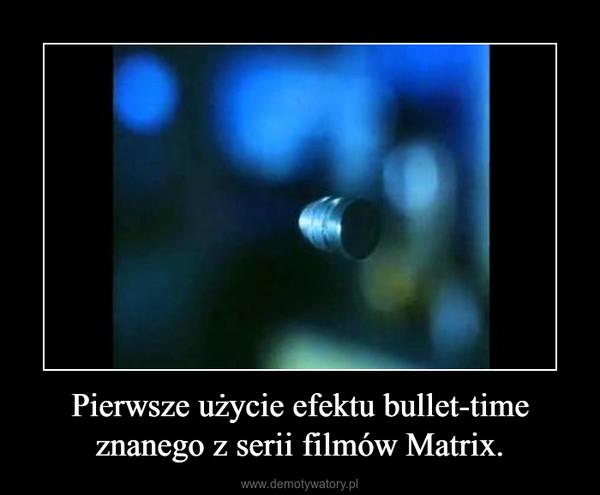 Pierwsze użycie efektu bullet-time znanego z serii filmów Matrix. –