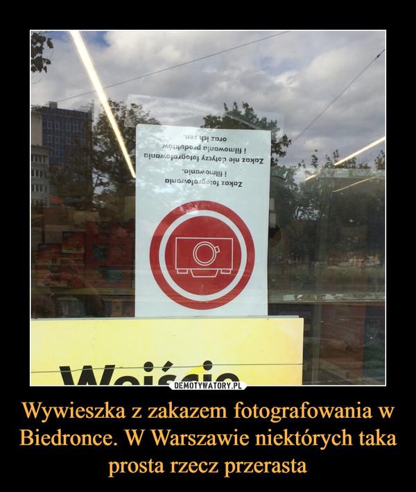 Wywieszka z zakazem fotografowania w Biedronce. W Warszawie niektórych taka prosta rzecz przerasta –