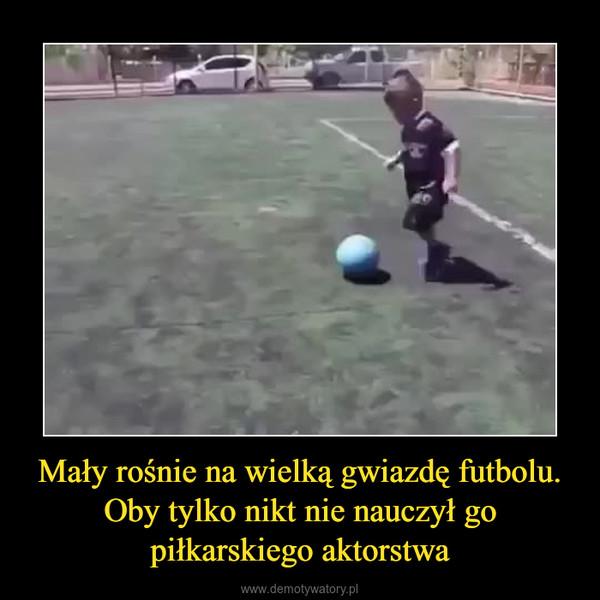 Mały rośnie na wielką gwiazdę futbolu. Oby tylko nikt nie nauczył go piłkarskiego aktorstwa –