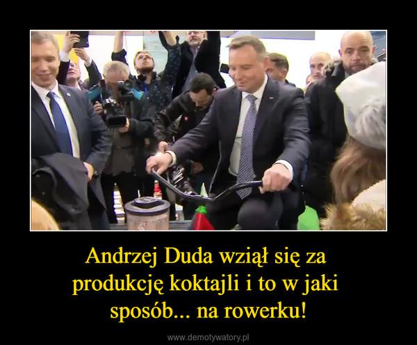 Andrzej Duda wziął się za produkcję koktajli i to w jaki sposób... na rowerku! –
