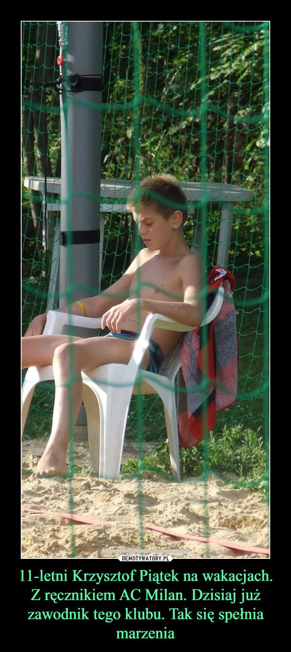 11-letni Krzysztof Piątek na wakacjach. Z ręcznikiem AC Milan. Dzisiaj już zawodnik tego klubu. Tak się spełnia marzenia –