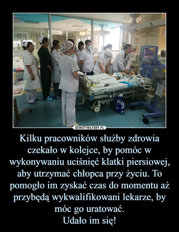 Kilku pracowników służby zdrowia czekało w kolejce, by pomóc w wykonywaniu uciśnięć klatki piersiowej, aby utrzymać chłopca przy życiu. To pomogło im zyskać czas do momentu aż przybędą wykwalifikowani lekarze, by móc go uratować.Udało im się! –