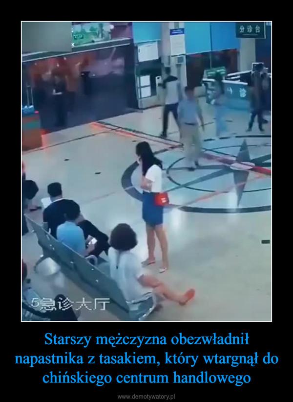 Starszy mężczyzna obezwładnił napastnika z tasakiem, który wtargnął do chińskiego centrum handlowego –