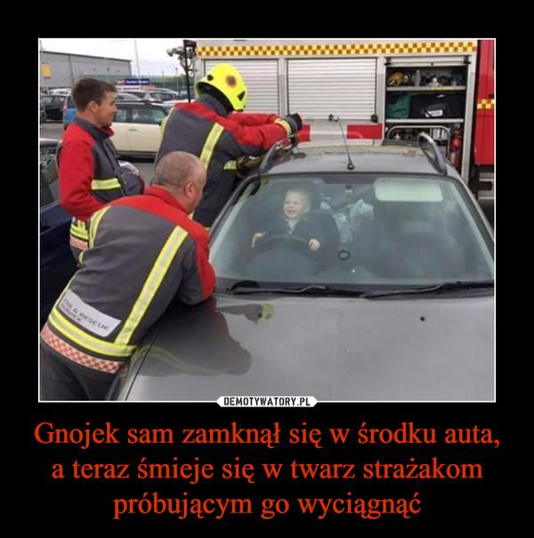 Gnojek sam zamknął się w środku auta,a teraz śmieje się w twarz strażakom próbującym go wyciągnąć –