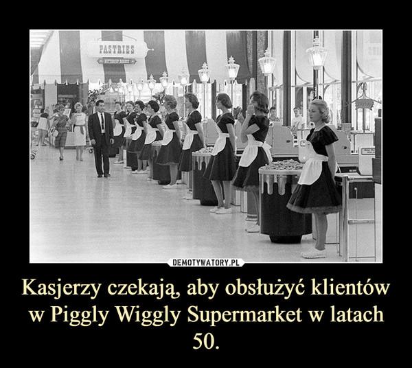 Kasjerzy czekają, aby obsłużyć klientów w Piggly Wiggly Supermarket w latach 50. –