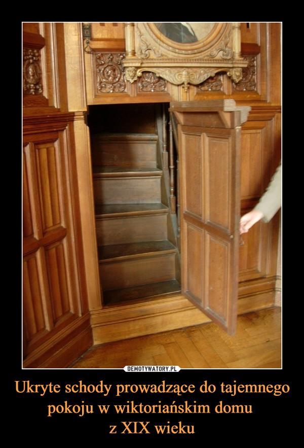 Ukryte schody prowadzące do tajemnego pokoju w wiktoriańskim domu z XIX wieku –