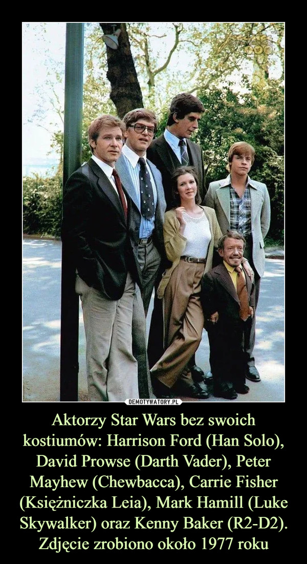 Aktorzy Star Wars bez swoich kostiumów: Harrison Ford (Han Solo), David Prowse (Darth Vader), Peter Mayhew (Chewbacca), Carrie Fisher (Księżniczka Leia), Mark Hamill (Luke Skywalker) oraz Kenny Baker (R2-D2). Zdjęcie zrobiono około 1977 roku –