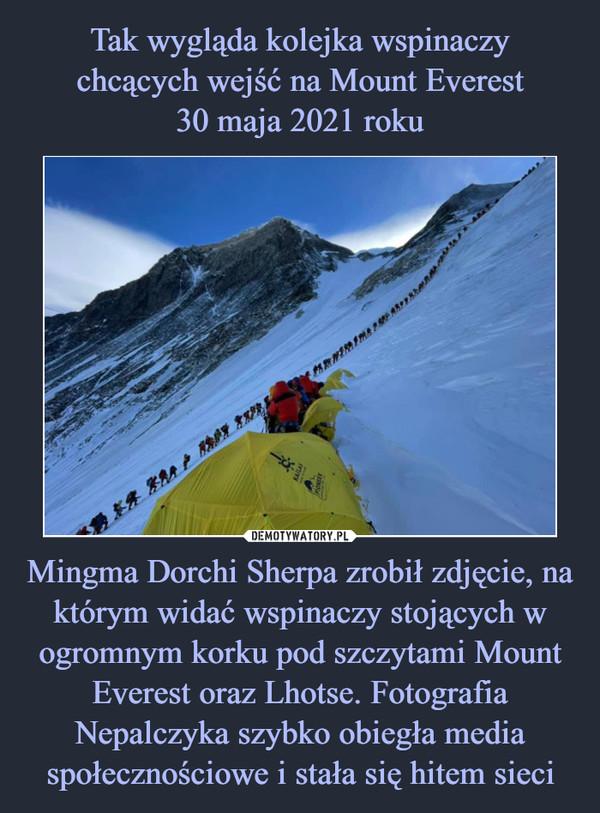 Mingma Dorchi Sherpa zrobił zdjęcie, na którym widać wspinaczy stojących w ogromnym korku pod szczytami Mount Everest oraz Lhotse. Fotografia Nepalczyka szybko obiegła media społecznościowe i stała się hitem sieci –