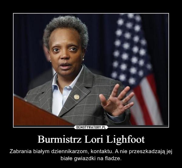Burmistrz Lori Lighfoot – Zabrania białym dziennikarzom, kontaktu. A nie przeszkadzają jej białe gwiazdki na fladze.