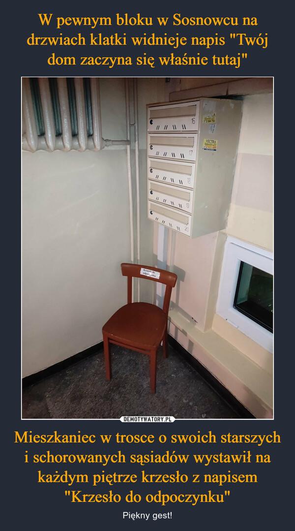 """Mieszkaniec w trosce o swoich starszych i schorowanych sąsiadów wystawił na każdym piętrze krzesło z napisem """"Krzesło do odpoczynku"""" – Piękny gest!"""